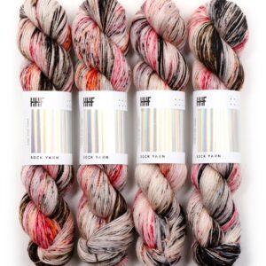 Garnnøgler fra Hedgehog Sock Yarn Film Noir