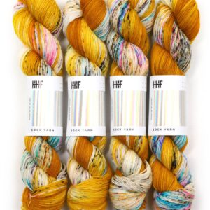 Garnnøgler fra Hedgehog Fibres Sock Yarn Fool's Gold